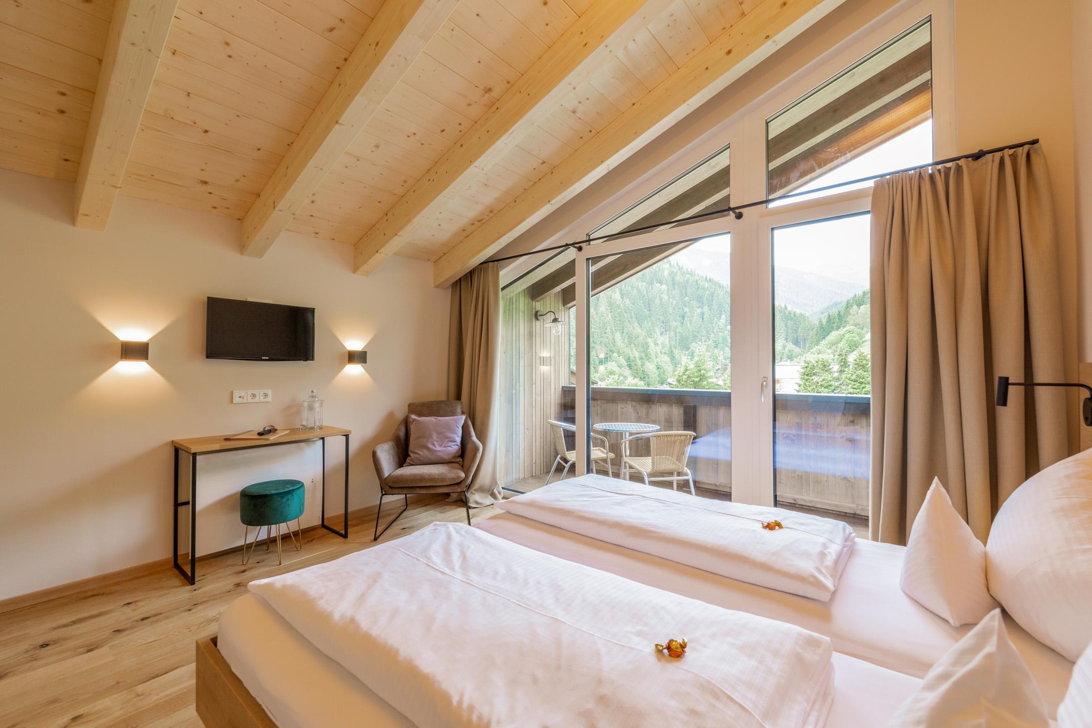 Luxuriöse Ausstattung, der großen Doppelzimmer des Design und Boutique Hotel Haus Jausern in Saalbach