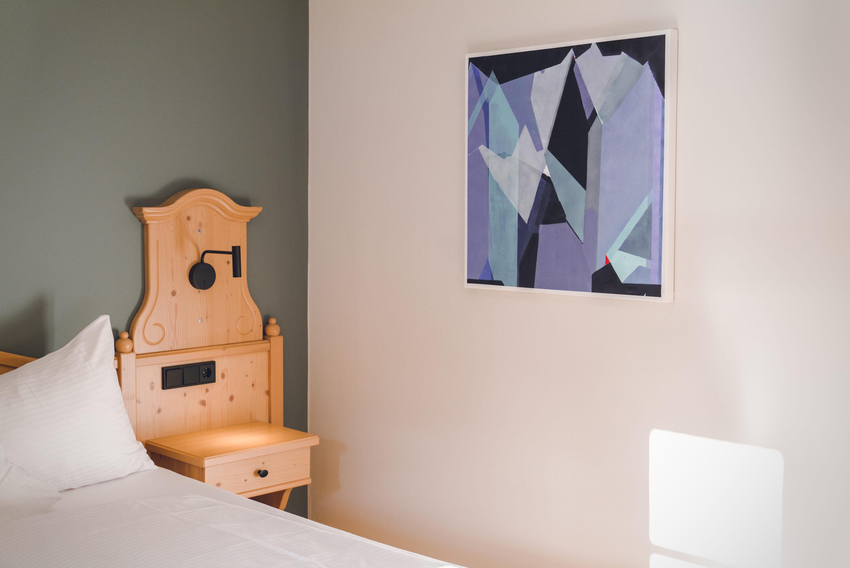 Kunst und Design zeichnet das neue Design Hotel Haus Jausern in Saalbach aus. Natürliche Materialien, gölte Böden und liebe zum Detail. Jedes Doppelzimmer ist anders. Für Design Liebhaber die es gerne vielseitig mögen.